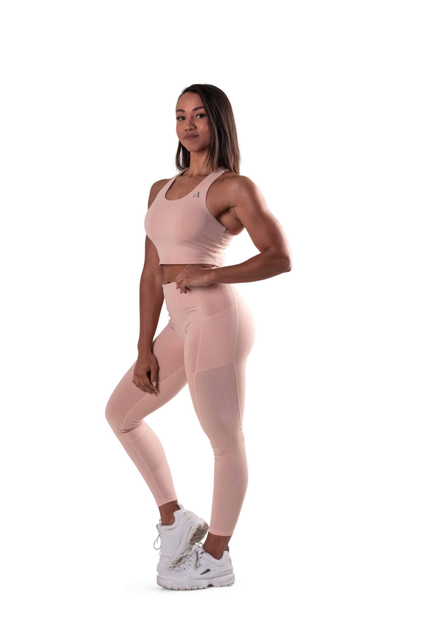 beige träningsset med gröna tights med fickor, mesh och hög midja beige och crop top topp överdel med inbyggd sport bh och löstagbara inlägg med mesh